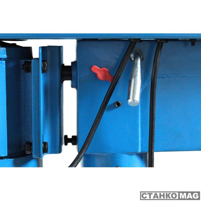 Вертикально-сверлильный станок Blacksmith ZJQ5125